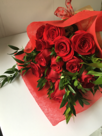 Beautiful Long-Stemmed Roses Wrapped, Large 70-CM